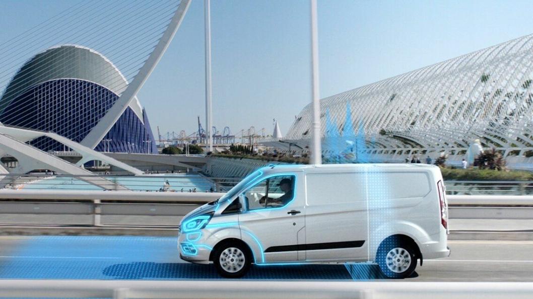 Geofencing er en virtuell grense definert av GPS-teknologi. Når den nye ladbare hybridvarebilen passerer en slik grense vil den automatisk bytte til elektrisk drift.