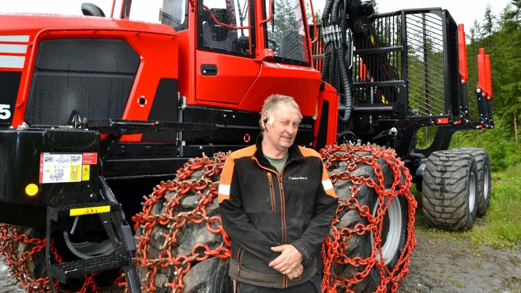 Daglig leder i Valdres Skog AS, Andreas Råheim, ved «Xtreme-utgaven» av Komatsu 895-lassbæreren.