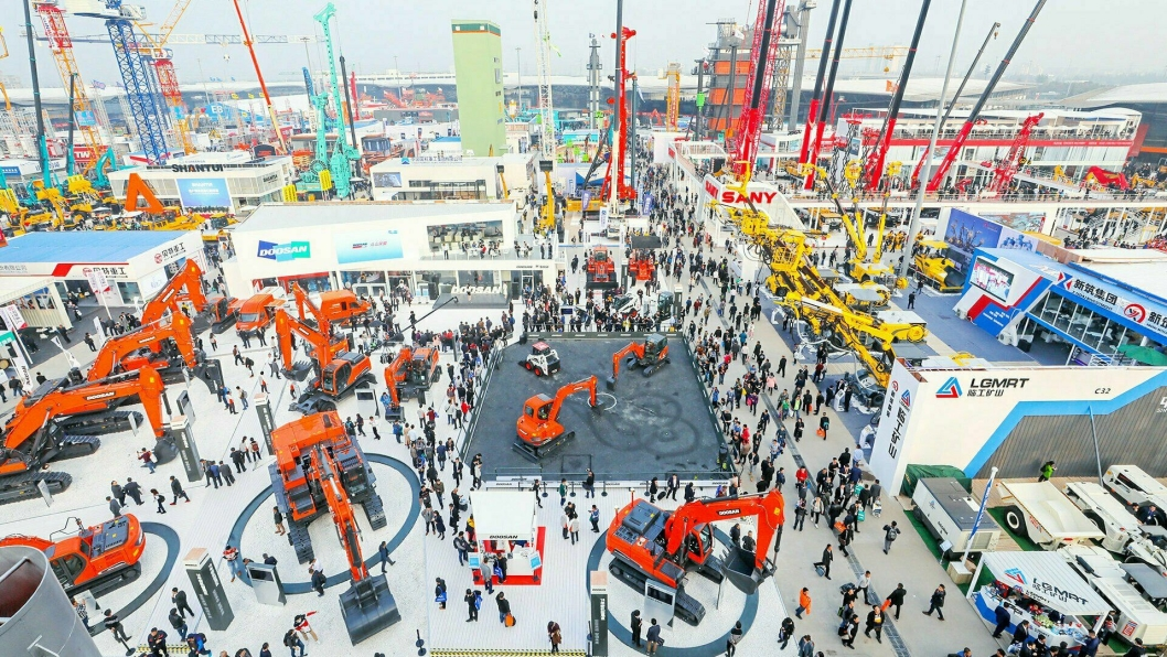 SKAL ARRANGERES: Bauma China skal etter planen arrangeres på det 300.000 m2 store messeområdet i Shanghai i november.