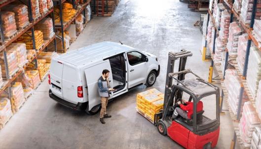 Med en lasteevne på inntil 1275 kilo har den mer nyttelast enn mange konkurrenter med forbrenningsmotor.