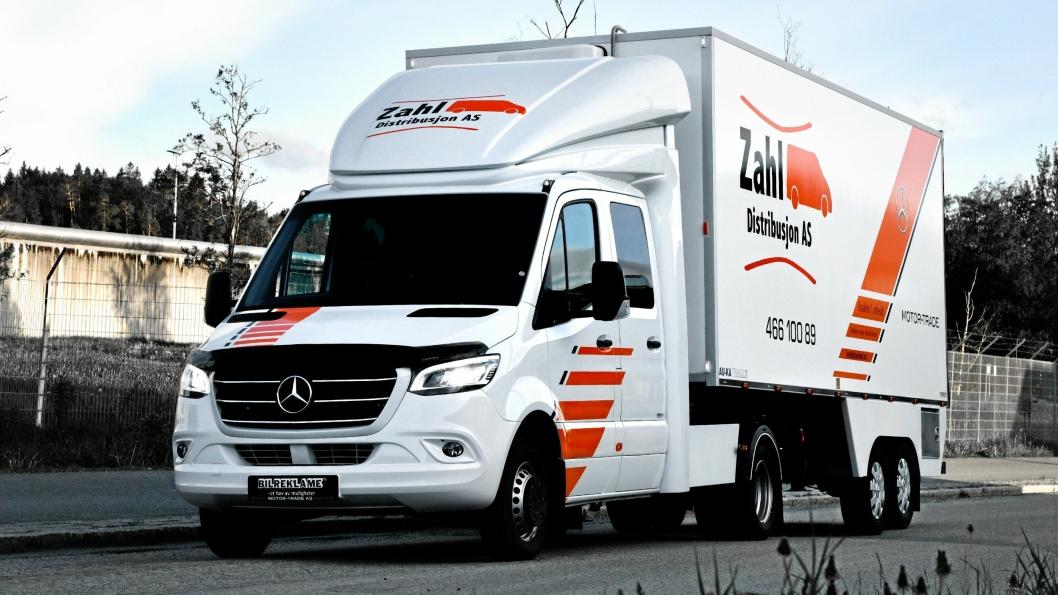 Denne kombinasjonen kan kjøres med et BE-førerkort, og nyttelasten er tilsvarende eller bedre enn mange 7,5-tonnere.