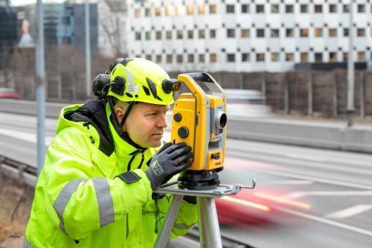Atle Gerhardsen i Cautus Geo sier mer sensorovervåking med automatisert datainnsamling vil gi lavere kostnader på prosjekter.
