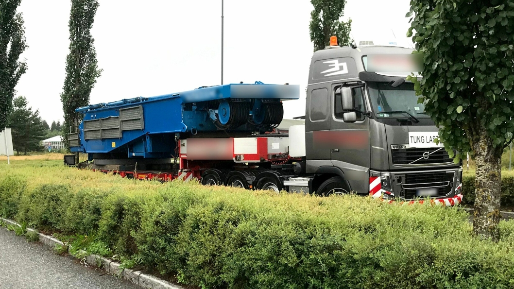 Det koster over 100.000 kroner å få kjøre videre med denne trekkvogna, etter at totalvekten på vogntoget var 20 tonn for mye ved en kontroll på Jessheim trafikkstasjon 4. august.