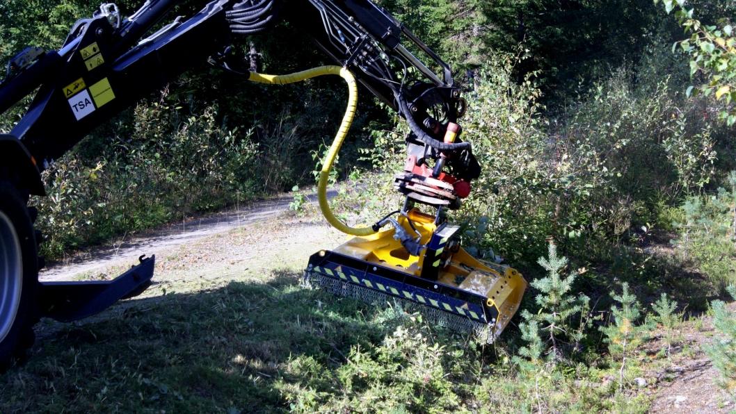 Ilsbo H150E med hydraulisk drift for gravemaskin eller kantklipperarm.