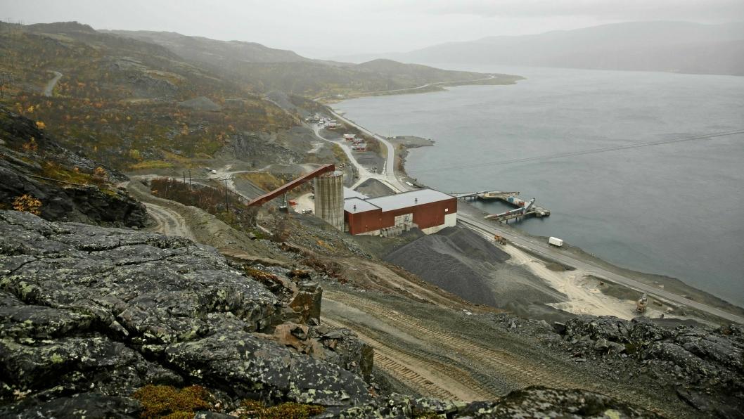 Dette er Nussir i Kvalsund i Finnmark. Gruveområdet ligger ved Repparfjorden.
