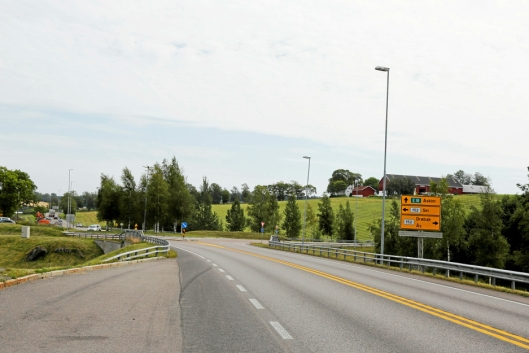 HIT, MEN IKKE LENGER: Bildet er tatt fra Oslo, og man kan kjøre inn i rundkjøringen og videre til Ski eller Ås, men ikke i retning Askim når prosjektet starter fredag 28. august 18.00. Foto: Klaus Eriksen