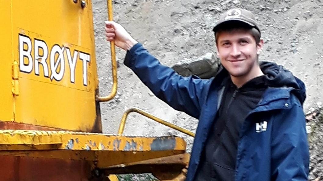 Markus Frydenberg Helle (19) er Brøyt-entusiast og i ledelsen for to store anleggsgrupper på Facebook.