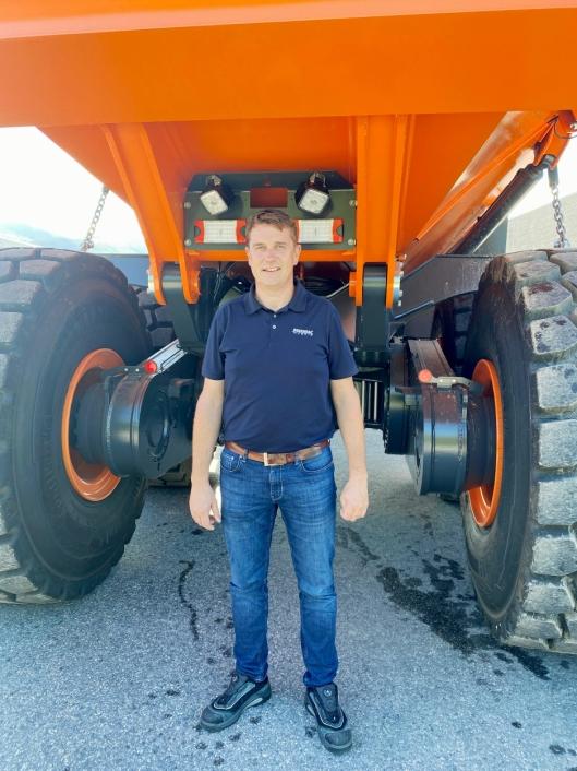 FORHANDLER: Tor Anders Høgaas er daglig leder ved Rosendal Maskin, Norges eneste Doosan-forhandler.