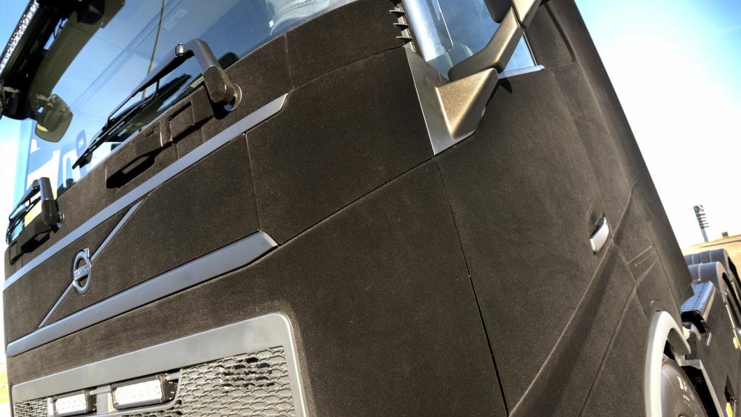 OPPSIKT: Det finnes ikke maken til Volvos trekkvogn Black Velvet. Den er foliert med fløyel.