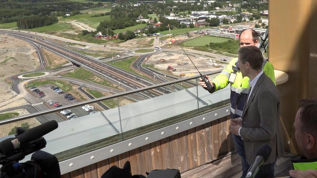 Samferdselsminister Knut Arild Hareide åpnet den 18 km lange E6-strekningen Brumunddal-Kåterud (sør for Hamar)  offisielt fra Mjøstårnet 1. juli 2020. Ny gir den nye bompenge-innkrevingen på E6 økt trafikk og utfordringer på sideveiene.