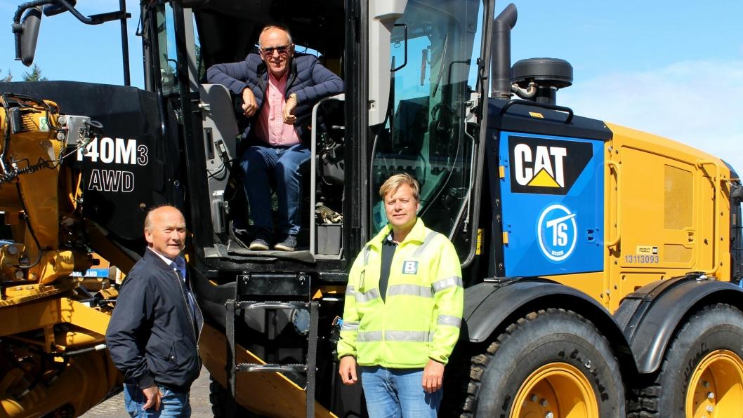 Tre fornøyde ledere. Fra venstre: Torleiv Halleland (blir markedssjef i Birkeland AS), Olav Stangeland (konsernsjef i Stangeland Gruppen) og Kai Peder Birkeland (blir daglig leder i Birkeland AS).