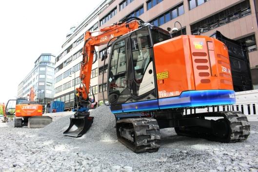 Ekspert Maskinutleie AS har bestilt to Zeron ZE85 (nærmest) og to Zeron ZE160 (bak). Bildet er fra det utslippsfrie anleggsprosjektet Oslo kommune gjennomfører i Olav Vs gate.