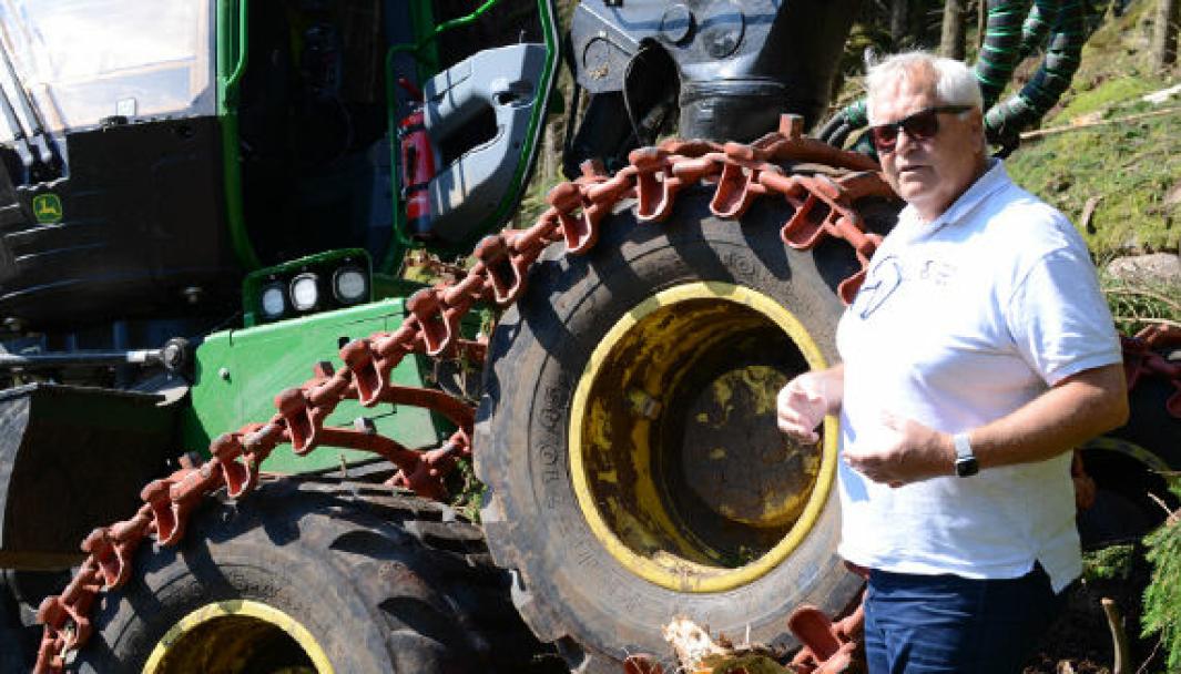 Salgssjef Tom Petter Olsen i Nøsted & var med på testkjøring av Trygg-beltene tidligere i år.