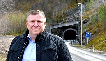 NLF-direktør Geir A. Mo oppfordrer til koordinering av oppgraderingsprosjekter på strekningen. Her ved Hyvingstunnelen på E16.