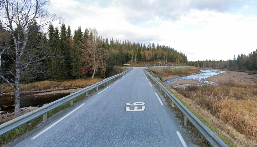 E6 krysser Fjerdingelva cirka én mil nord for Harran i Grong kommune i Trøndelag. Nå skal brua over elva byttes ut og det skal bygges nye tilstøtende veier.
