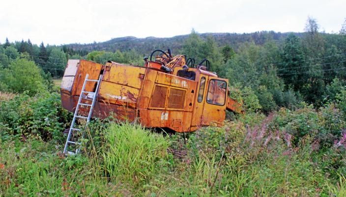 26 ÅR: Her ute i buskene i Fauske har maskinen stått i 26 år, men det tok ikke lang tid før den startet.