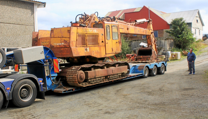 ANKOMMER: Maskinen ankommer Nils Reime på gården i Undheim, Rogaland.