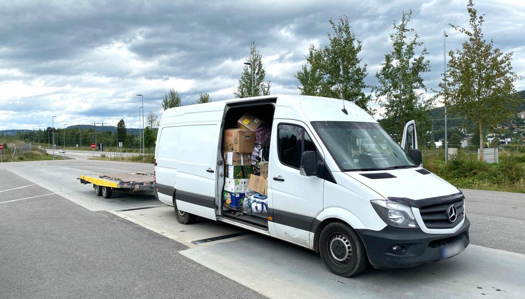 Bilde av en varebil med overlast i Norge i august 2020.