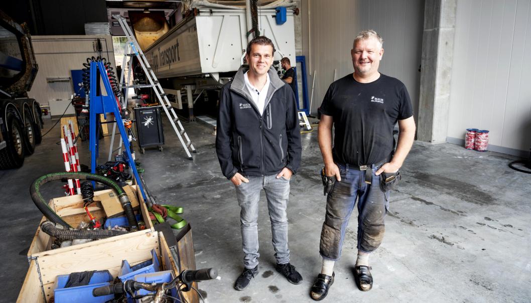 NÆRMERE: Christian Riise (t.v.) og Tommy Thorvaldsen i Maur Bilpåbygg kunne ønske kundene velkommen til nytt verksted på Liertoppen i begynnelsen av august.
