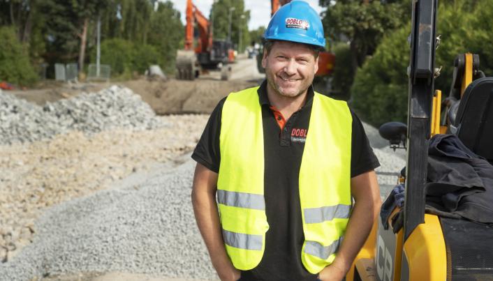 FORNØYD: Joar Grini kjøper to merker nå han skal handle gravere. De har totalt 25 graverer fra 1,7 til 50 tonn.
