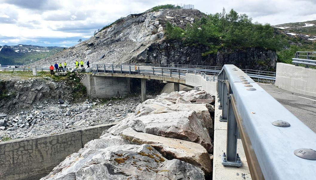 Krokevasselva bru ligger på fylkesvei 5442, som går fra Matre til Bjordal. Nå skal brua rives og erstattes med ei ny bru. Den nye brua skal være klar for bruk sommeren 2021.