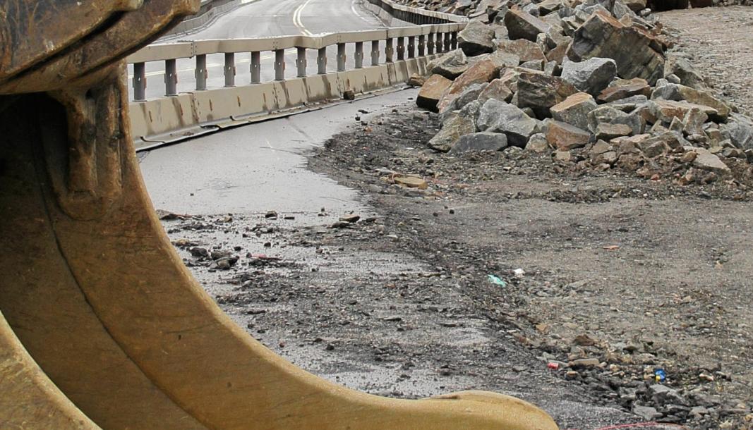 Opplasting av stein skjer ofte meget tett på dagens E6. Det er visse utfordringer ved å bygge ny vei uten å hindre trafikken på gamle E6 mer enn høyst nødvendig.