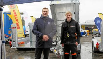 IFOR WILLIAMS: Ifor Williams Sigurd Duenger (t.v.) og Askil Krågeland fra den nye forhandleren Traktor og Maskin AS i Kristiansand.