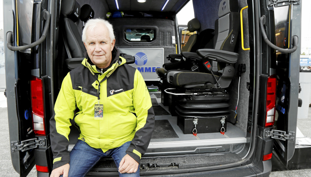 HR MASKIN: HR Maskins Kjell Arne Næss hadde med en Grammer-nyhet, setet bak til høyre.