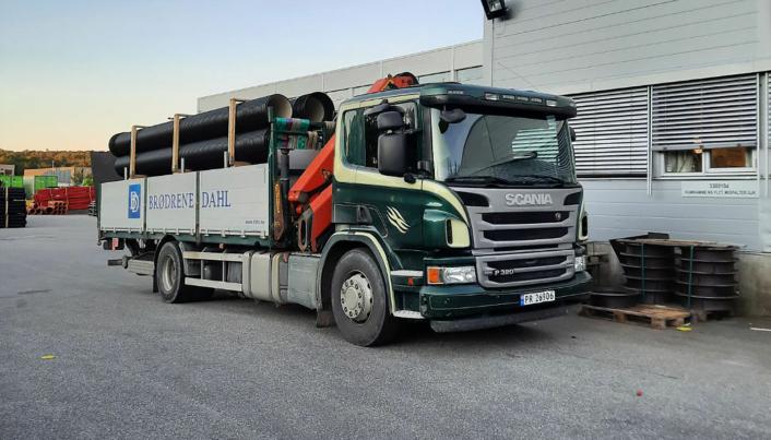 TRAVELT: Mosby Transportforretning har sju distribusjonsbiler som leverer varer i hele Agder for Brødrene Dahl.