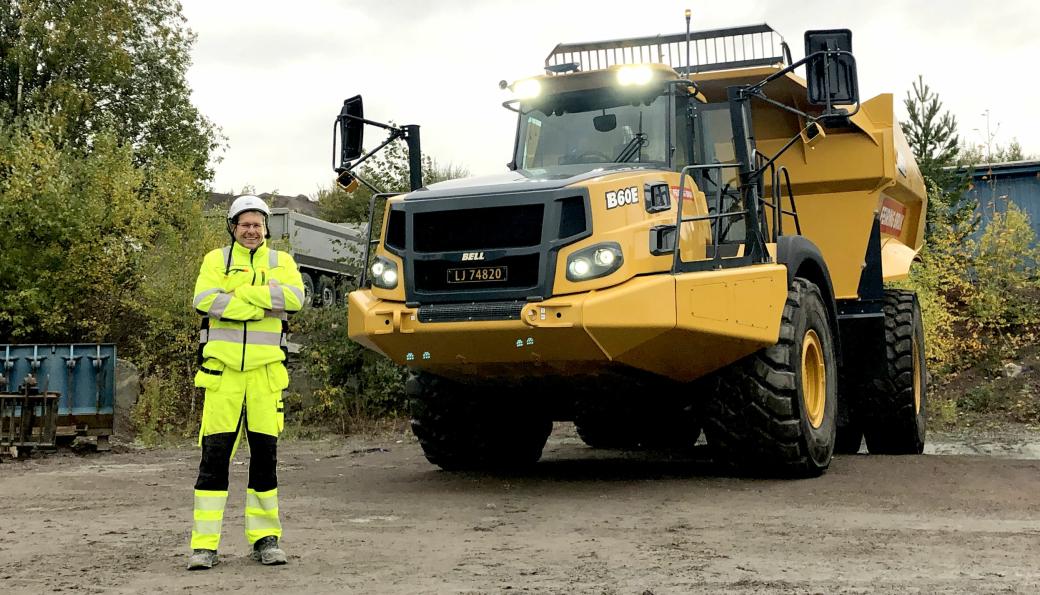 Det er ikke tvil om at maskinfører Jon Henning Ruud (bildet) hos Feiring Bruk gleder seg til å kjøre den nye Bell-en.