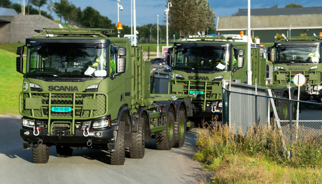Scania Gryphus 8x8 på vei til forsvaret i Nederland fra Scania-fabrikken i Zwolle, Nederland.