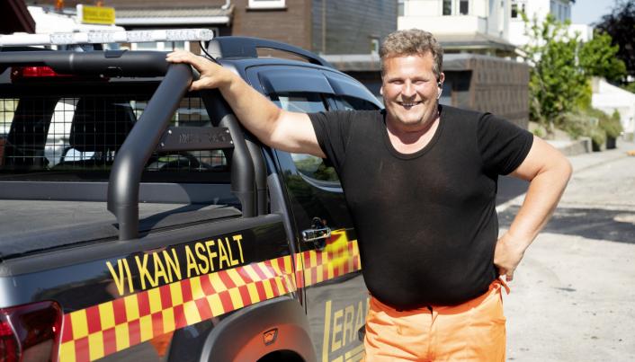 RENDYRKET: «Vi kan asfalt» er slagordet til Helge Lerang. Alle andre tjenester før asfalteringen leier han inn.