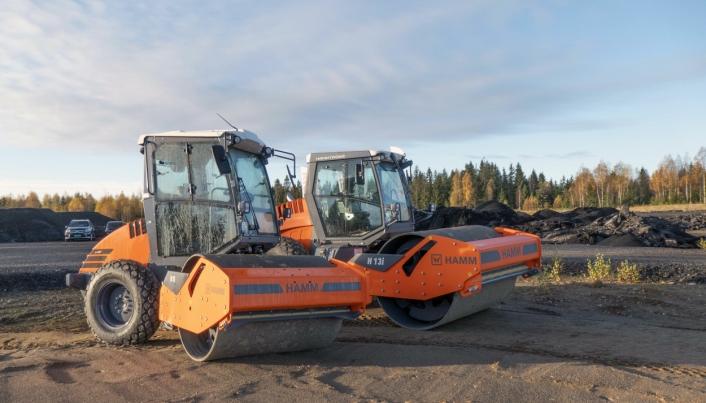 VALSER: Sammen med den nye graveren har Nasta også tatt med seg den to anleggsvalser fra Hamm.