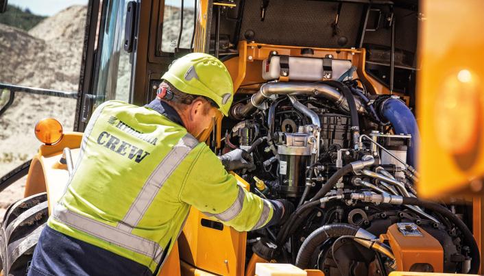 Hydremas teknikere og ingeniører har gjort endringer under panseret. Stage V-motoren er uten EGR-ventil. All rensing av eksosrør skjer nå eksternt. Den helsveisede radiatoren sikrer ti prosent større kjølekapasitet. Samtidig er serviceadgangen optimert slik at all daglig service kan utføres fra bakken.