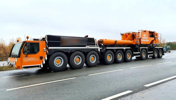 Den niakslede mobilkrana uten bom ble godkjent på vekta og klarert for å kjøre hjem til Skottland, via Stavanger.