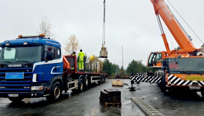 Sigurd Furulund Maskin fraktet også en del utstyr og en varebil fra Jessheim til Stavanger for skottene.