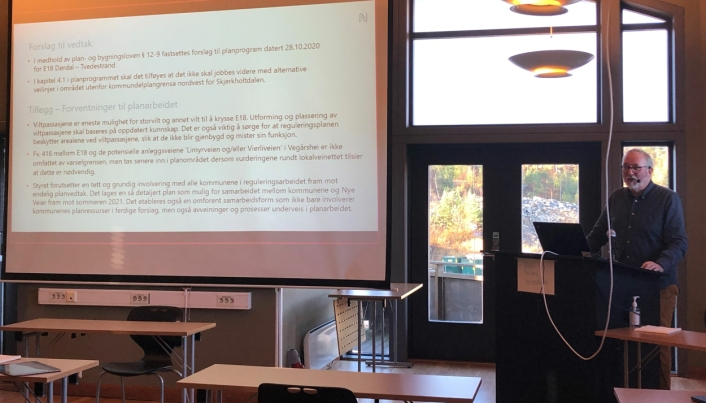Styremøte i det interkommunale plansamarbeidet 4. november 2020. Per Kristian Lunden, ordfører i Risør og styreleder for det interkommunale plansamarbeidet på talerstolen.