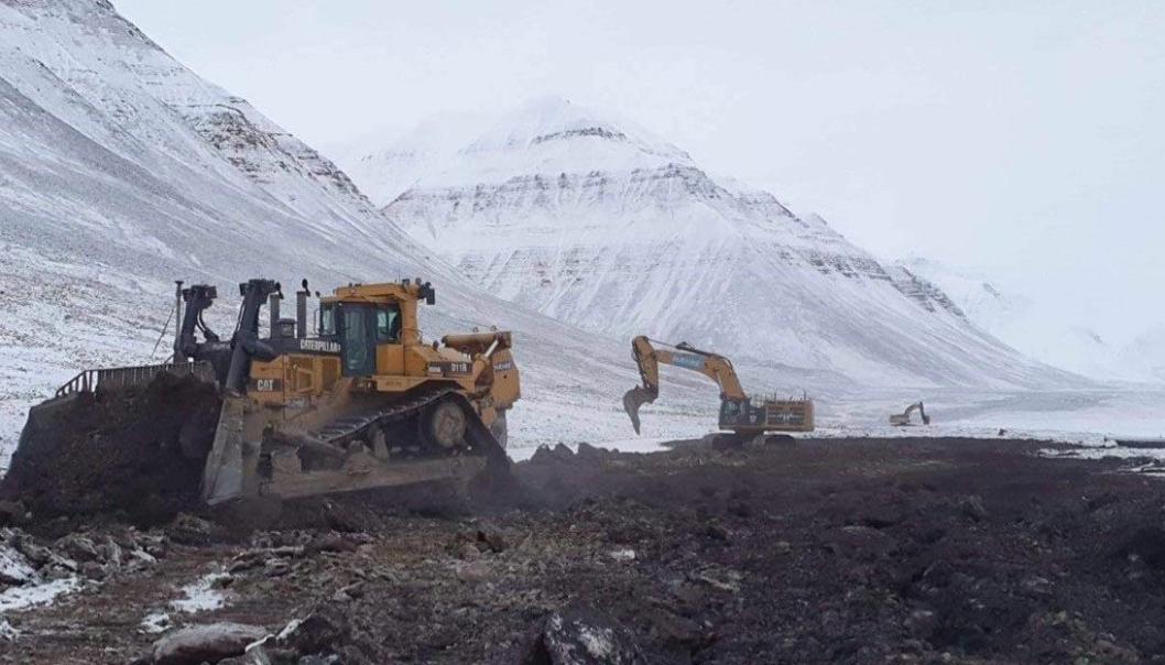 Bilde fra arbeidet Hæhre Entreprenør gjorde med å tilbakeføre Svea Nord-området til naturen.