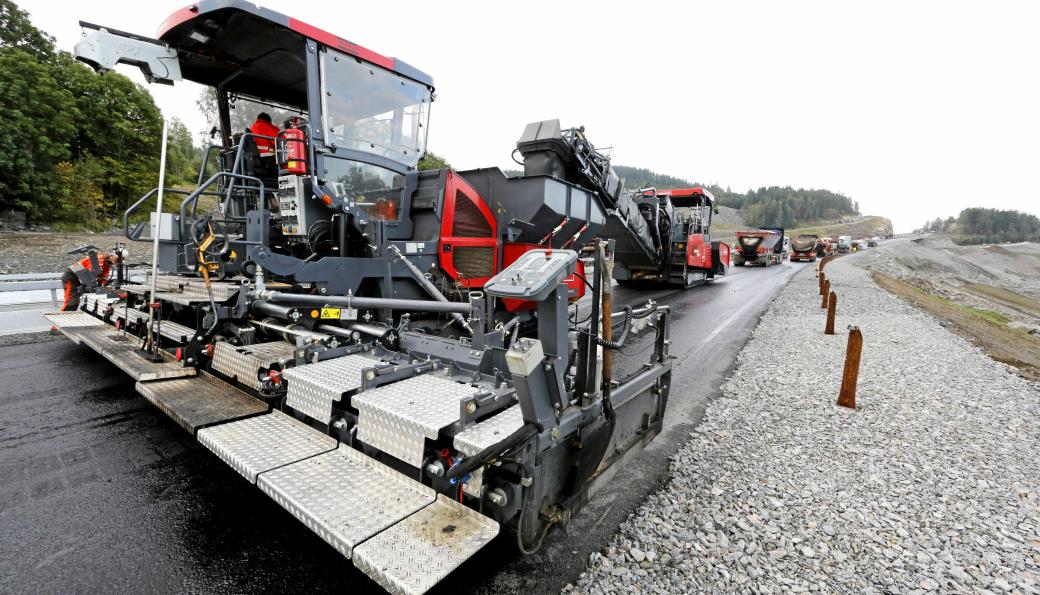 Kom med forslag til året asfaltjobb 2020, oppfordres det fra Norsk Asfaltforening. Bildet er fra 2015 på E6 nord for Minnesund.