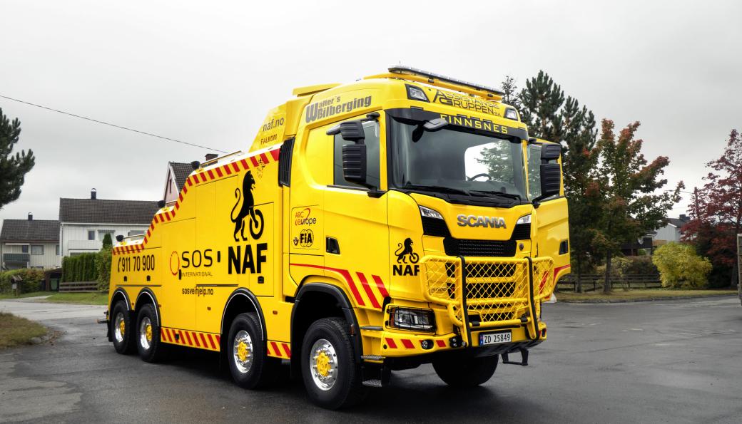 Dette er en Scania 650 S XT 8x8. Den har en teknisk vogntogvekt på formidable 250 tonn.