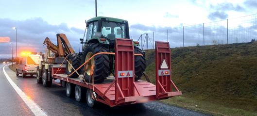 Vegvesenet stoppet traktor som kjørte på motorvei