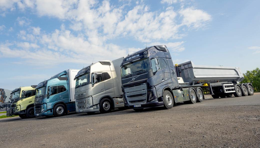 NY REKKE: Volvo kan endelig vise de nye modellene av FMX (fra venstre), FM, FH og FH16.