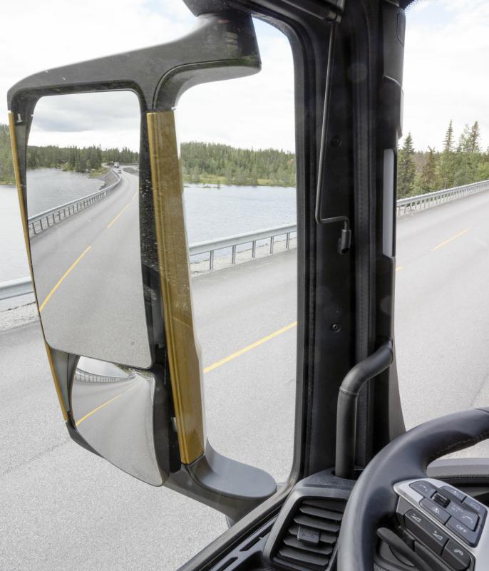 BLINDSONER: Innfestingen av speilhusene sitter lenger bak på dørbladet, og det gir mindre blindsoner og bedre oversikt.