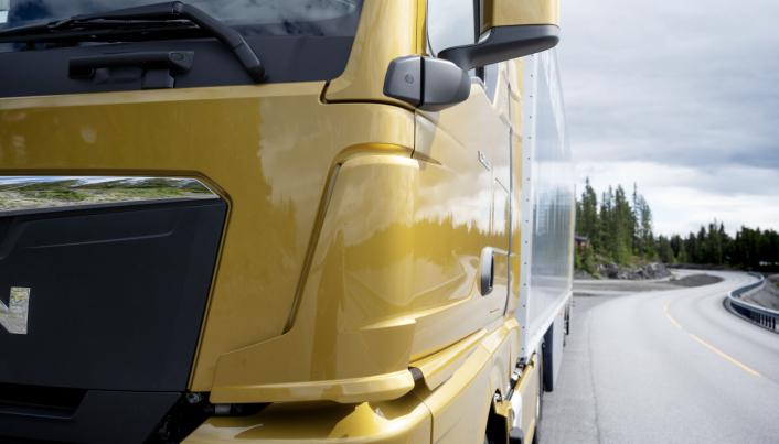 MINDRE SKITT: Nye spoilere skal fjerne skitt og fuktighet bedre fra sidene på bilen.