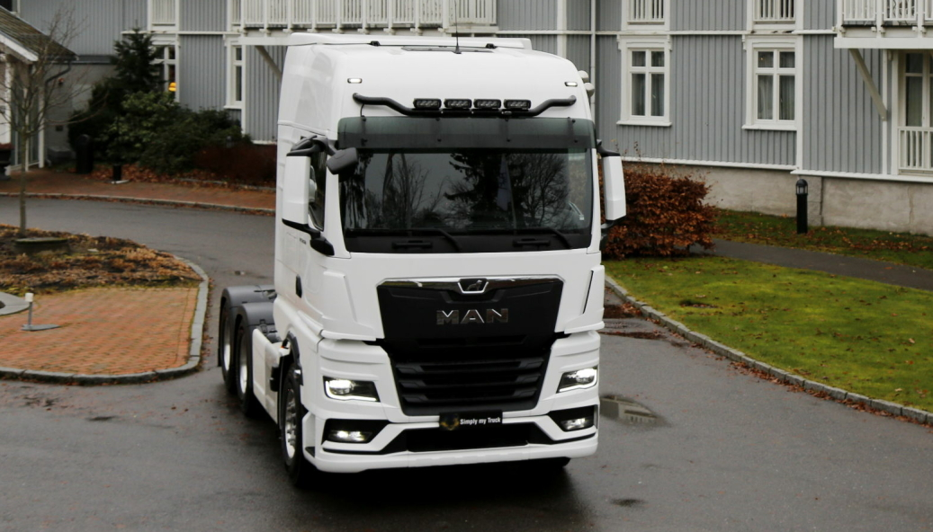 """<span class="""" font-weight-bold"""" data-lab-font_weight_desktop=""""font-weight-bold"""">VINNER: </span>MAN TGX er kåret til Truck of the Year 2021."""