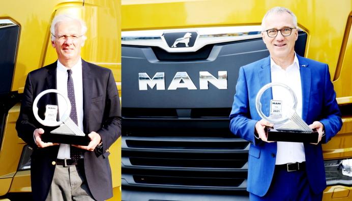Milano/München: Juryformann Gianenrico Griffini sendte trofeet med en MAN TGX fra Milano til Andreas Tostmann, administrerende direktør i MAN Truck & Bus som befant seg på MAN-hovedkontoret i München.