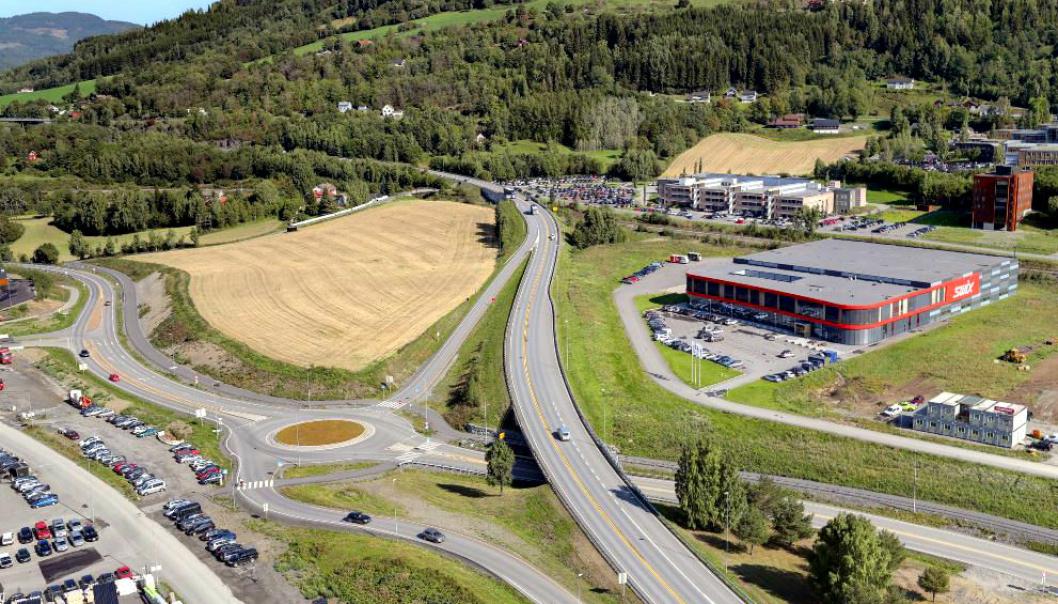 E6-strekningen mellom Storhove i Lillehammer og Hunderfossen i Øyer, består av 9,6 kilometer med firefelts motorvei, inkludert ny toløpstunnel på ca. 2,6 kilometer forbi Fåberg.