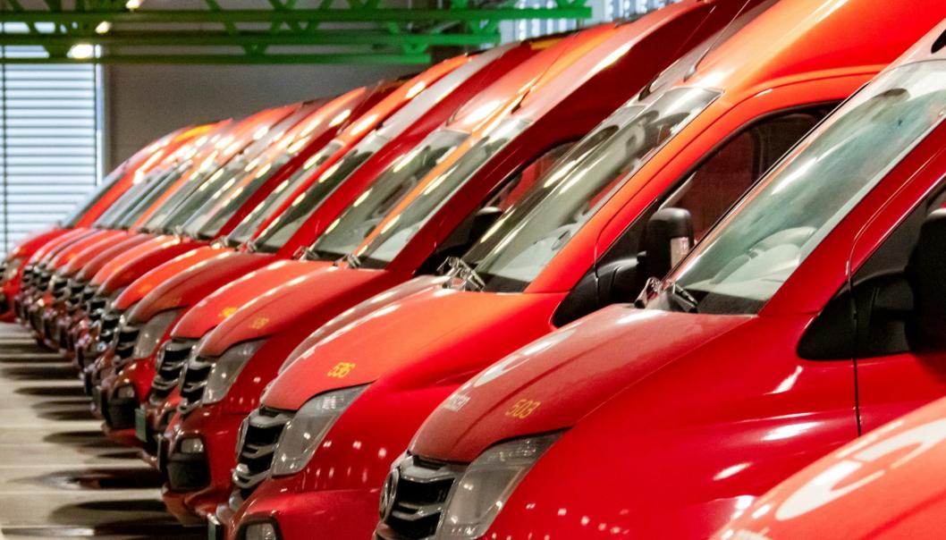 STOR LEVERANSE: De 70 nye Maxus elektriske varebilene som skal være i tjeneste før jul, er Norges største leveranse av elektriske varebiler.  Foto: Posten