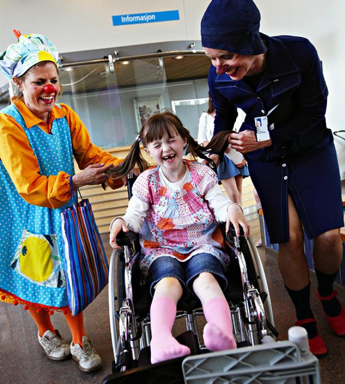Det er ikke tvil om at Sykehusklovnene lyser opp hverdagen til barn på sykehus.