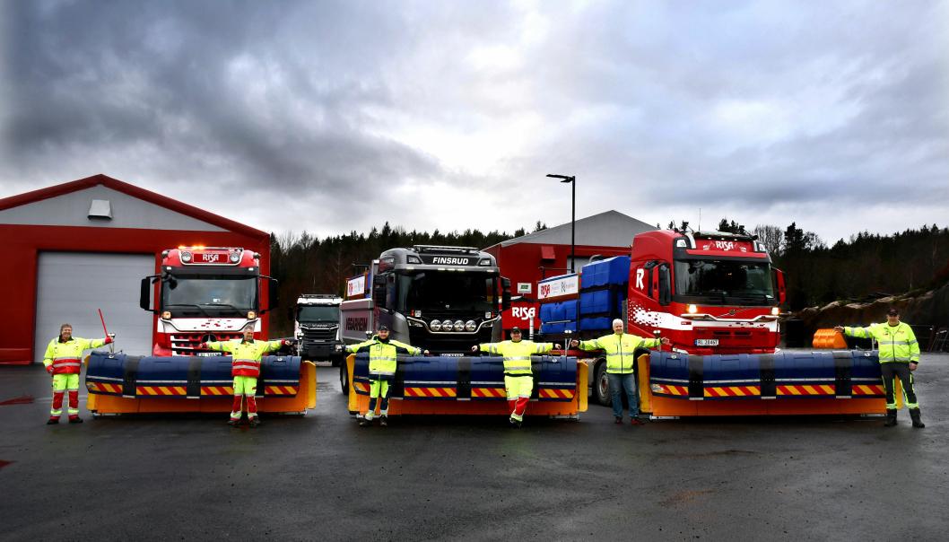Brøytetoget består ofte av tre biler i bredden. Mannskapene fra Risa er klare til å brøyte både E6 og E18 for Nye Veier. Fra venstre: Roald Ballestad, Roger Tangen, Håvard Rudrud Bjornes, Kjell Tore Andersen, Pål Blesvik og Trond Såmundsen.